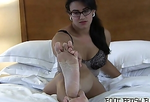 Pamper and idolize my big sexy size 8 feet