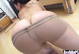 Powered Girl (london keyes) Involving Big Oiled Wet Butt Stuck Deep In Ass clip-20