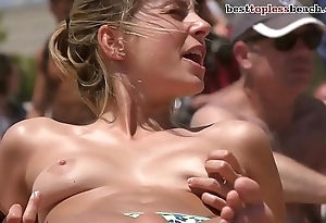 Nice blonde woman Topless vulnerable the Beach