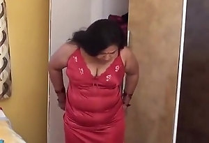 HOT AUNTY CHANGING Will not hear of DRESS FOR PLAYINY BASKETBOAL