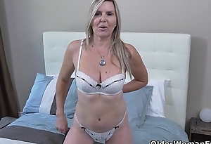 Canadian milf Velvet gives her snatch a working-out with fingers