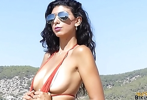 Real Bikini Girl KYM Goes Topless For The First Discretion